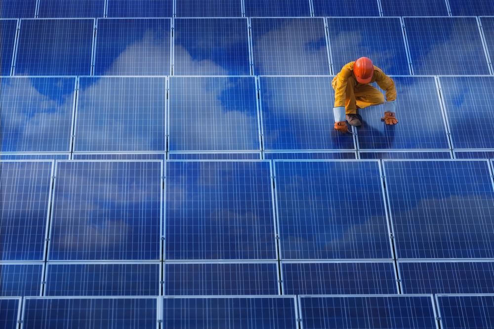 買い取り価格低下で太陽光発電の倒産が加速