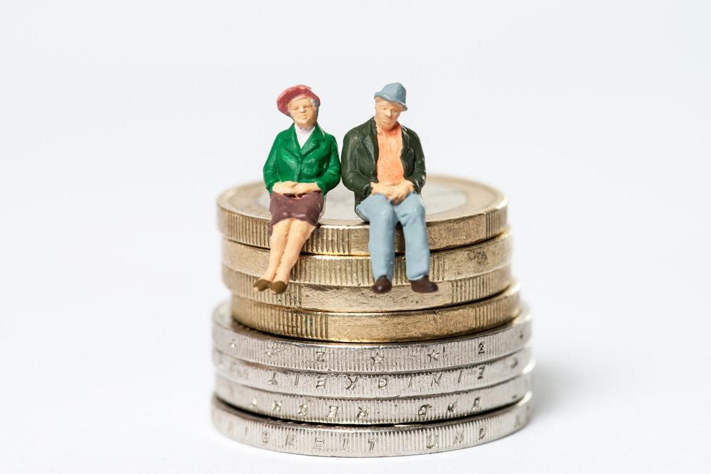 遺族年金、約18億円の過払い 受給資格喪失者1000人に