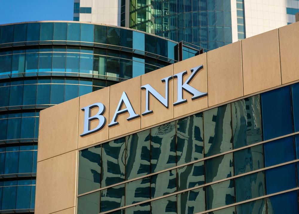 銀行の平日休業が可能に 16日に施行