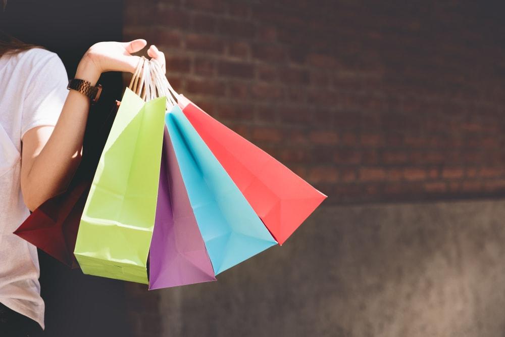 政府、プレミアム商品券に所得制限か、消費増税対策で検討
