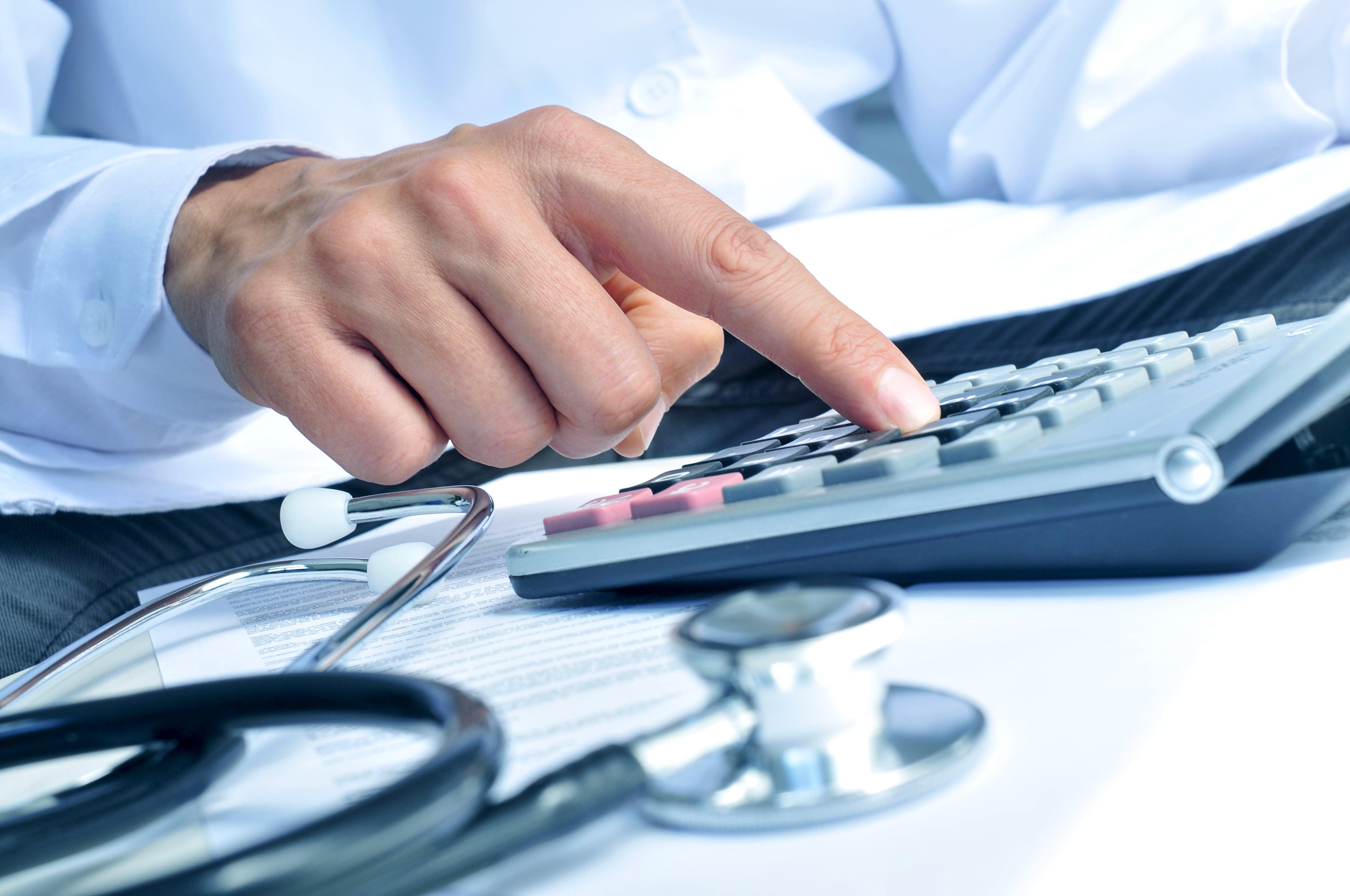 介護保険「2割」拡大先送り 厚労省が見直し案
