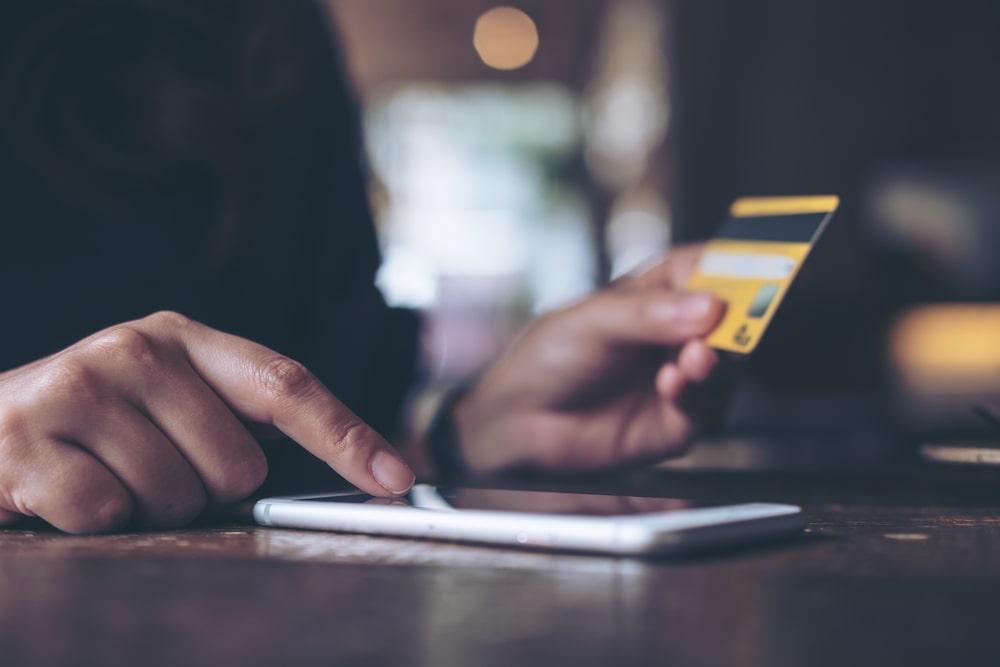 賃金支払いを電子マネーでも 制度改正を確認 政府諮問会議