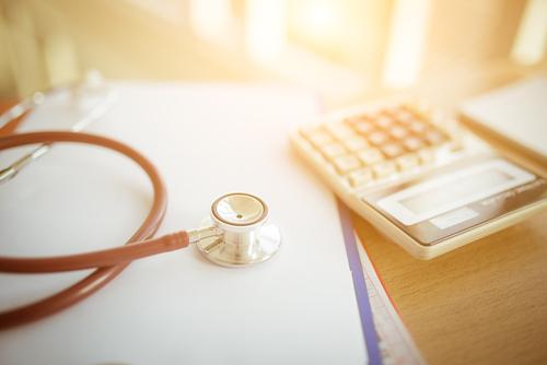 9月の生保支払い、感染者急増で過去最多